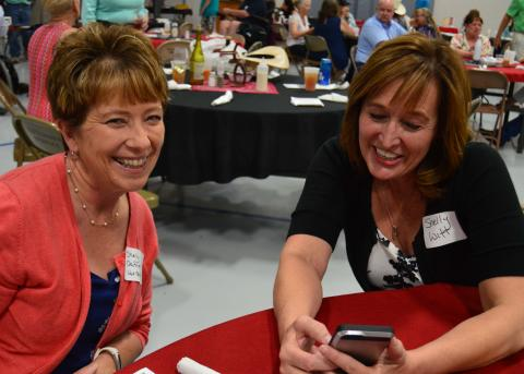 Shelly Daffer, left, and Shelly Witt share memories at the 2018 Aggie Alumni banquet. The 2019 meeting is June 22 in Broken Bow. (Crawford/NCTA News)